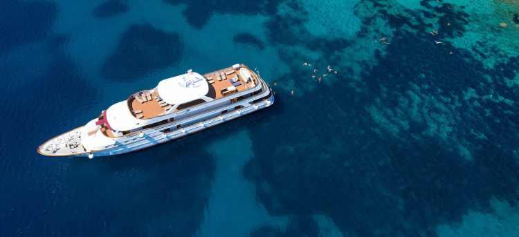 MS Il Mare yacht cruising along the Dalmatian coast