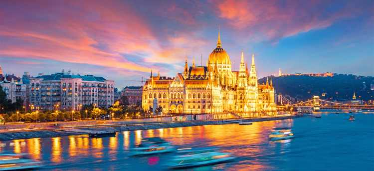 Széchenyi Chain Bridge | Budapest | Hungary | Danube River Cruises
