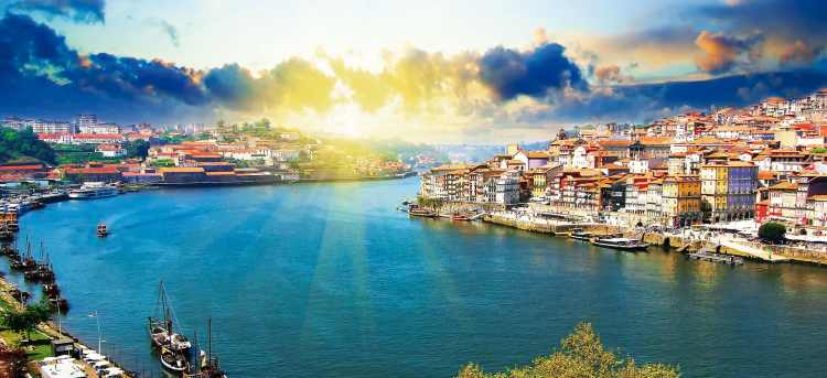 Sun rays over the Douro river in Porto | Portugal River Cruise