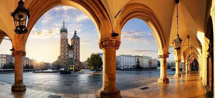 cloth hall | krakow | St. Mary's Basilica | Tours to Poland