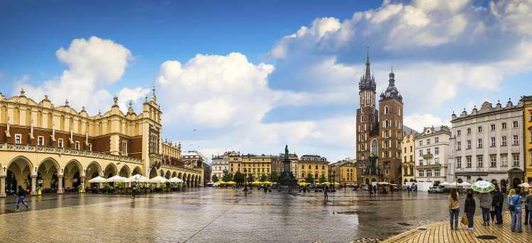 St. Mary's Basilica   Krakow   Poland   Riviera Travel   escorted tour   solo traveller