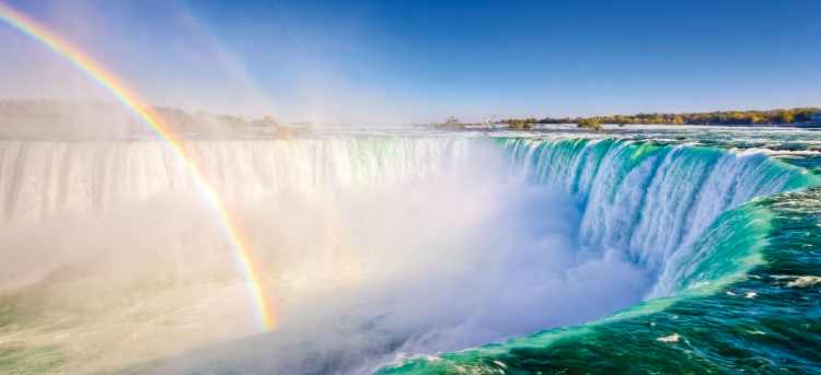 Niagara Falls in the morning light with a rainbow
