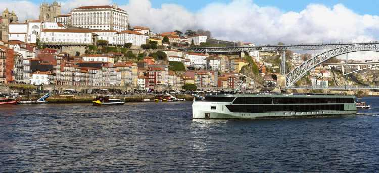MS Douro Splendour ship cruising through Porto