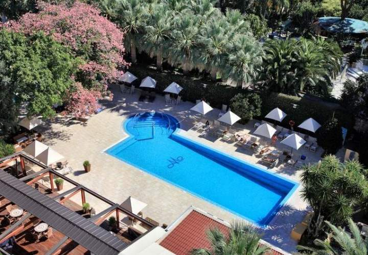 Hotel Mediterraneo Sorrento outdoor swimming pool and gardens