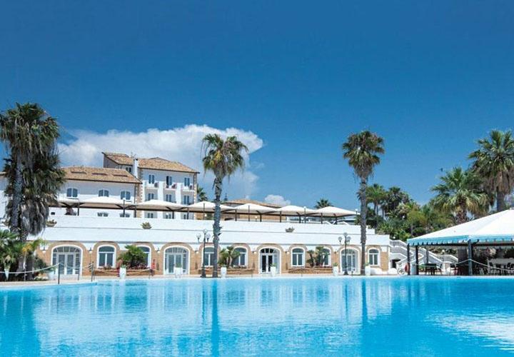Hotel Kaos pool
