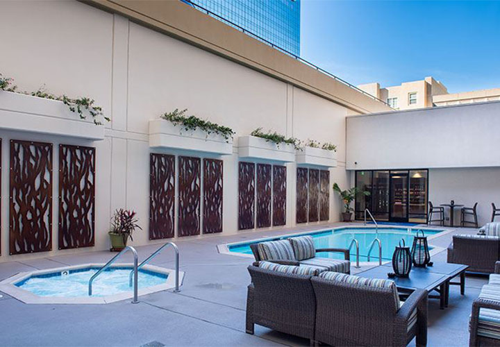 Best Western Plus Bayside Inn - San Diego pool area