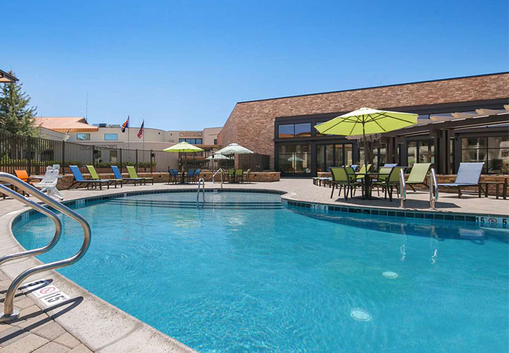 Best Western Premier Grand Canyon Squire Inn pool