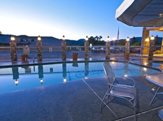 Yosemite Southgate Hotel pool