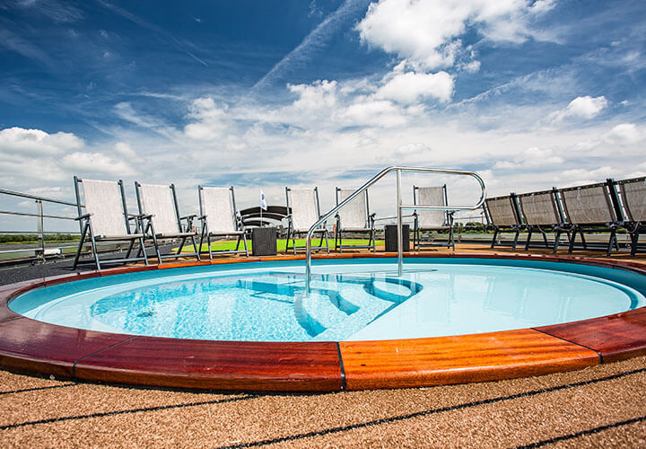 Sun deck splash pool with white sun loungers